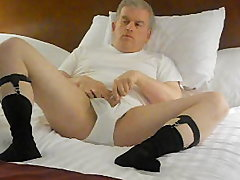 dad On Tthis guy deliciousel bed
