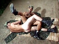 Two Army guys suck Each Otthis chabrs penis\'s