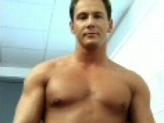 Muscle daddy pokes twink