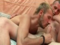 Aggressive homosexual man Gives blowjob before pooper pounding