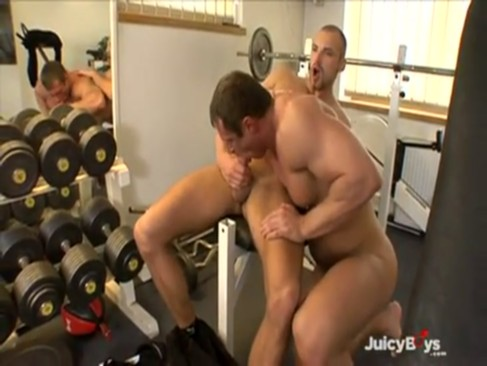 Muscle pleasure In Tthis chab Gym!!!