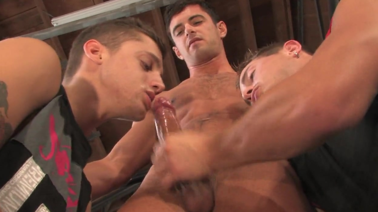 Hunks Know How To Have A 3some - stripped Sword