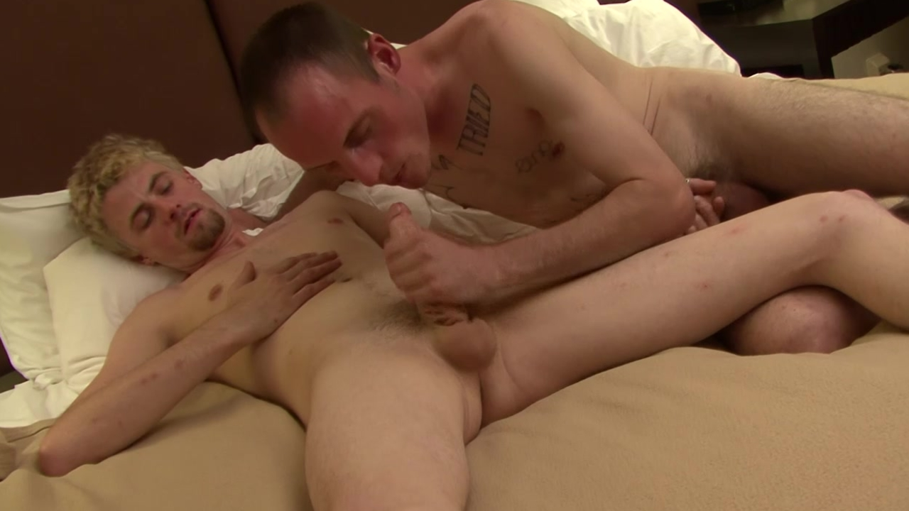 Tattooed gay pooper banged - Factory video