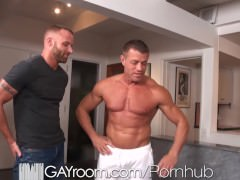 gayRoom Bodybuilder's receives happy Ending Massage