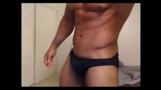 dark Body Builder Showing Off his dick, ass An Muscles.. Xoxo