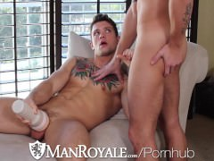 HD - manRoyale Voyeur Hunk Watches his Roomguy bath