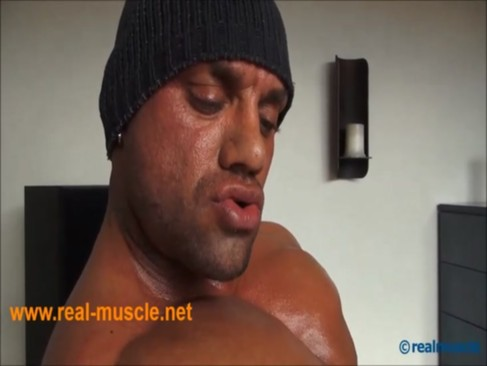 realmuscle Bodybuilder Sensual ejaculation