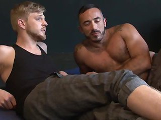 Muscle dude bangs His Boyfriend