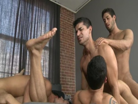 movie scene 5guys1bed2 20111129165025 Full Leng