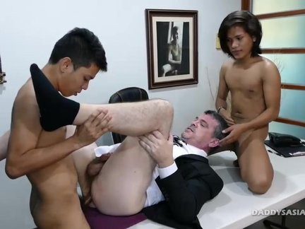 Daddy And oriental boys bare trio