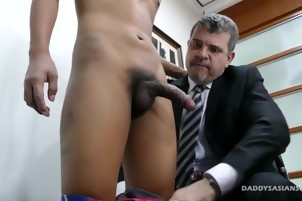 The Boss gets A gay oral enjoyment-service below The Desk