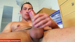 str8 lad Found In A Gym Club, that guy gets Wanked His pecker By A lad On clip!