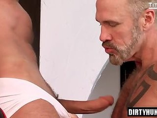 Muscle gays Flip Flop With cumshot