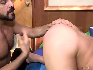this guy Discovers His want For Daddy