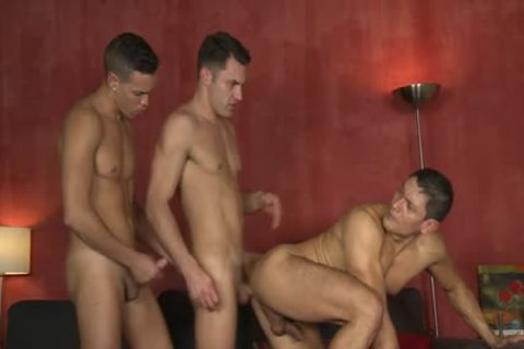 Muscle homosexual threesome And cumshot - BoyFriendTVcom