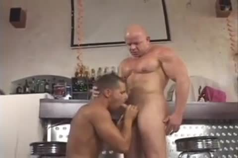 pumped up Hunks passionate fuck - BareSexyBoys.com