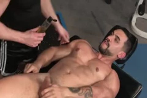 Muscle Bear anal Pleasures