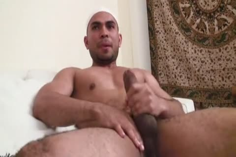 Middle Eastern 3some