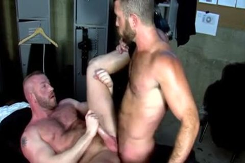 Well Hung guy cum soaked
