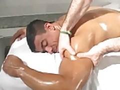 Bodybuilder massage