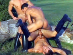 3 dudes suck and pound each otthellos manr in a field
