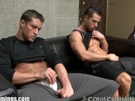 CODY cumMINGS receives A dudetio FROM A HUNK