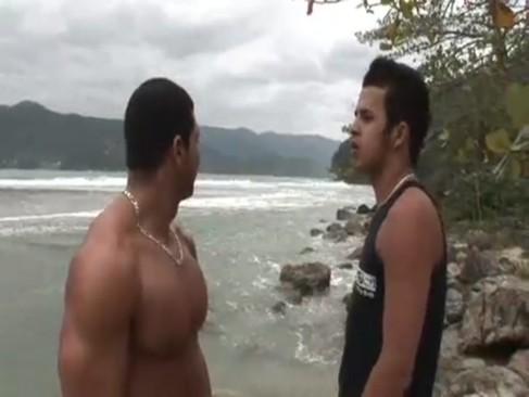 Curtindo A Praia [portalmovie scenehomosexual.net]