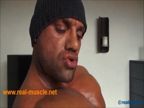 realmuscle Bodybuilder Sensual ejaculation