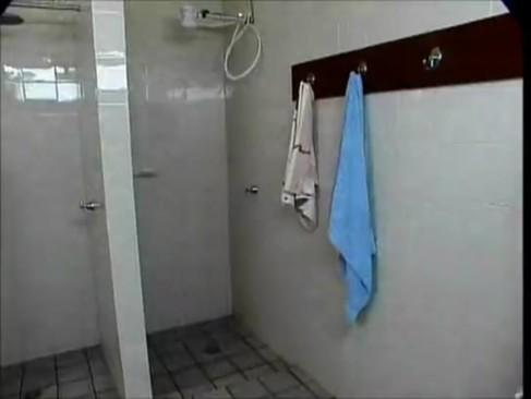 bi raunchy Shower
