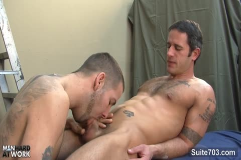 Tattooed homosexual Workers pounding Well