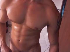 Bick 10-Pounder Muscle lad - HotGuyPics.ca