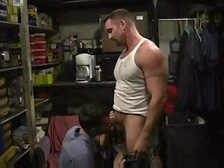 Muscle daddy bonks hairy twink