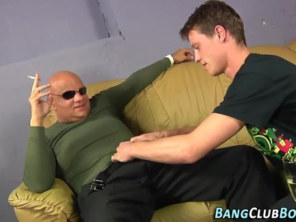 chubby old dude Sucks knob