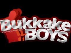 charming chap loves bareback Bukkake gangbang