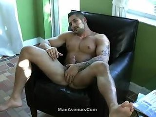 [GVC 108] tasty Muscle Hunk Beating Off
