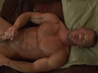 [GVC 411[ Muscly fellow jerking off