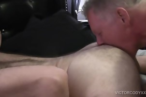 Hard Bear bows Over His fine daddy Boyfriend To pound