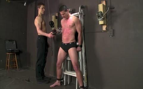 Erectro torture  lad Tomas