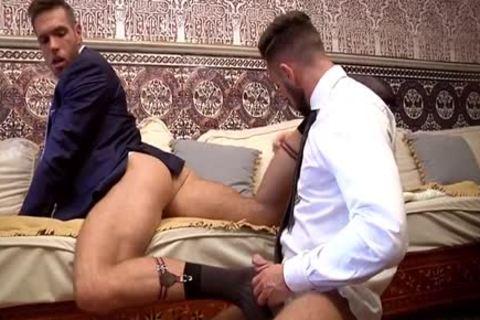 Muscle homo Flip Flop With cumshot