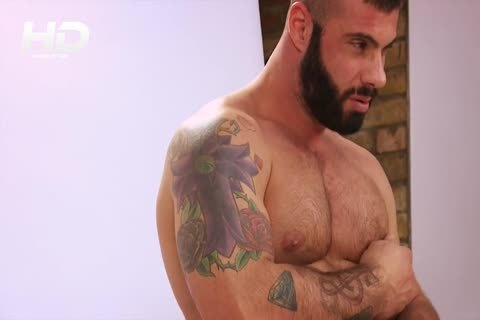 Photographer Can't Resist beefy Model