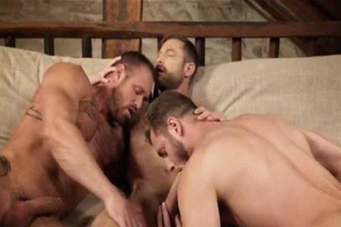 Hunks Love A nude 3some