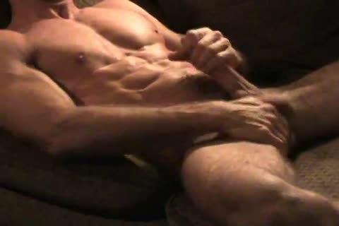 Musculoso Pajeandose