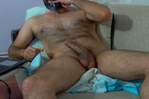 Turco Barbuto E Con Tanta Tanta Voglia I Trasgredire Si Masturba Guardandosi Un Bel Fil Porno Che Lo Farà Esplodere Di Piacere