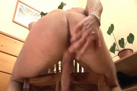 Connick Dade Has fun Masturbating Alone!