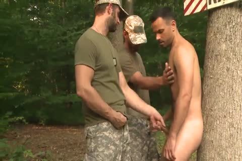 Handling Soldiers' monstrous Equipment
