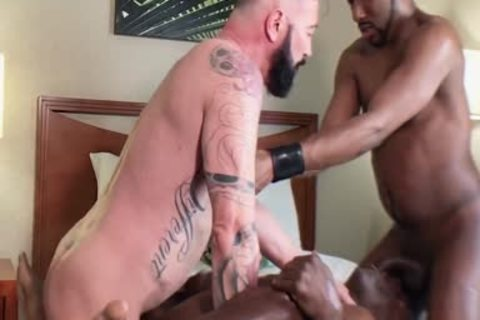 Aaron Trainer Bottoms In A raw Threeway