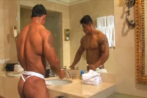 Smooth Latino Bodybuilder Solo Mastrubation