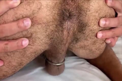 Two hairy boyz bareback