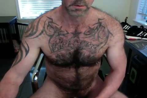 bushy Tattooed Daddy Cums On cam