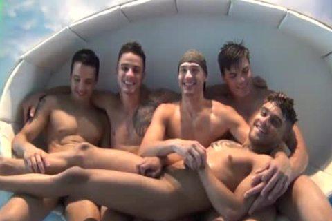 Cinq Jeunes Latinos En Rut